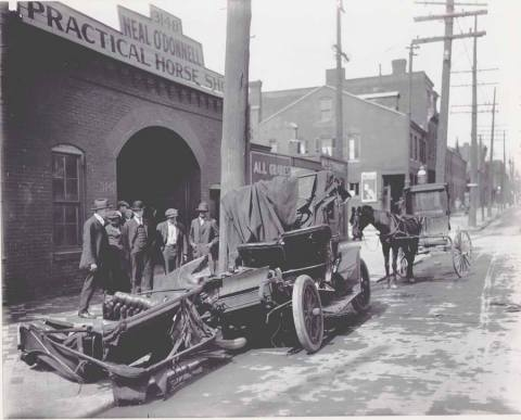 First Auto Accident in STL 8:5:1905